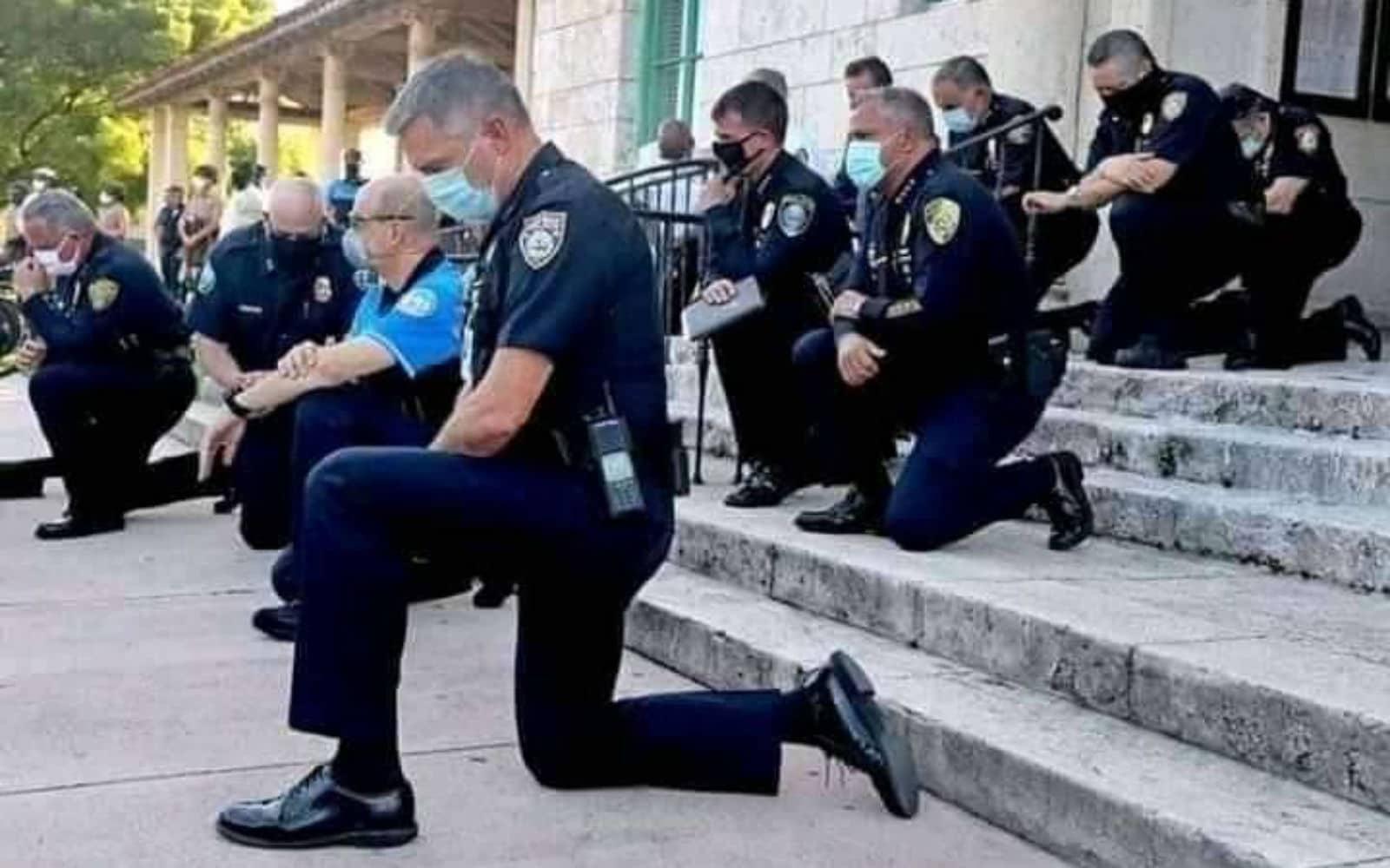 Полиция на коленях: в США по всей стране стражи порядка выражают  солидарность с протестующими - QazWeek